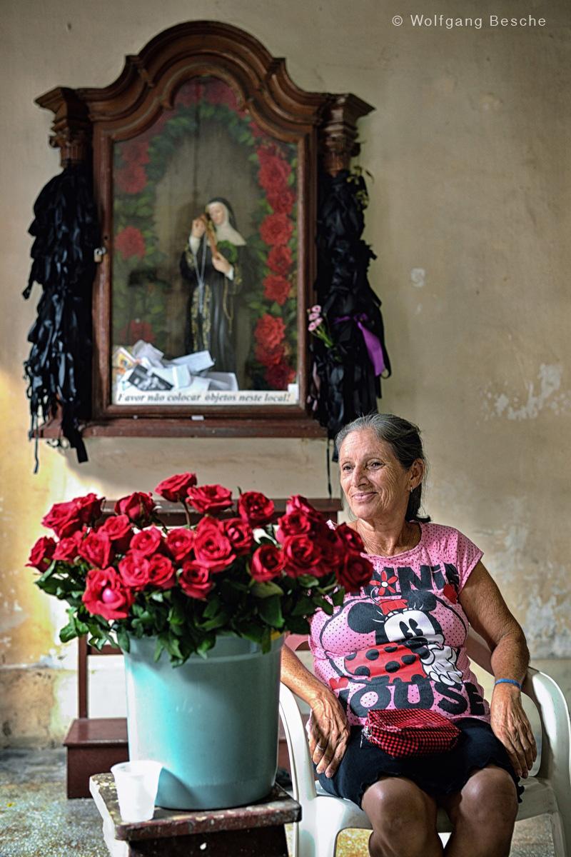 Rosenverkäuferin. Foto: Wolfgang Besche ©